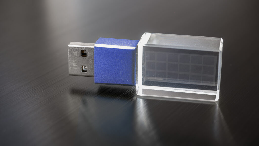 erster Peta USB Stick